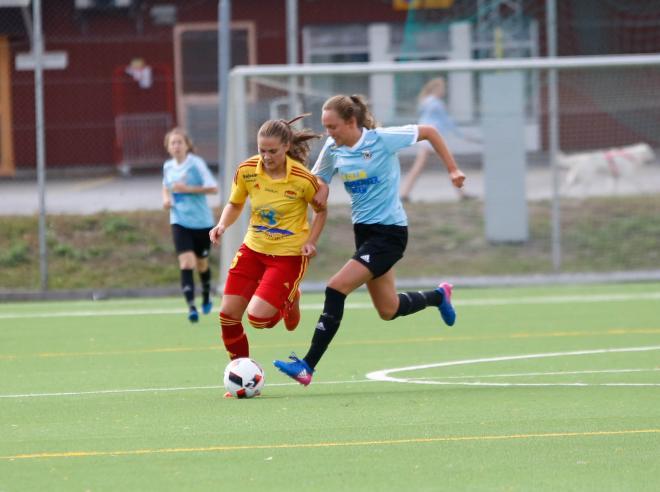 Sofie Thörnqvist tar sig förbi Booförsvaret