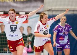 Sara Odden och Olivia Svalstedt är på väg att lyfta