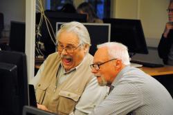 Bengt Wolff instruerar Jan-Erik Bjurhem med glädje.