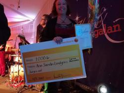 Ann Sandin-Lindgren från Tyresöradion fick ta emot ett fint pris för sin digitalisering och utveckling av Radio Tyresö.