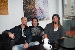 Superlunar består av Johann Enoksson (trummor), Georgios Vamvatsicos (bas) och Petri Tuulik (sång och gitarr)