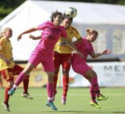 Maria Poli når högst och nickar in 2-2.